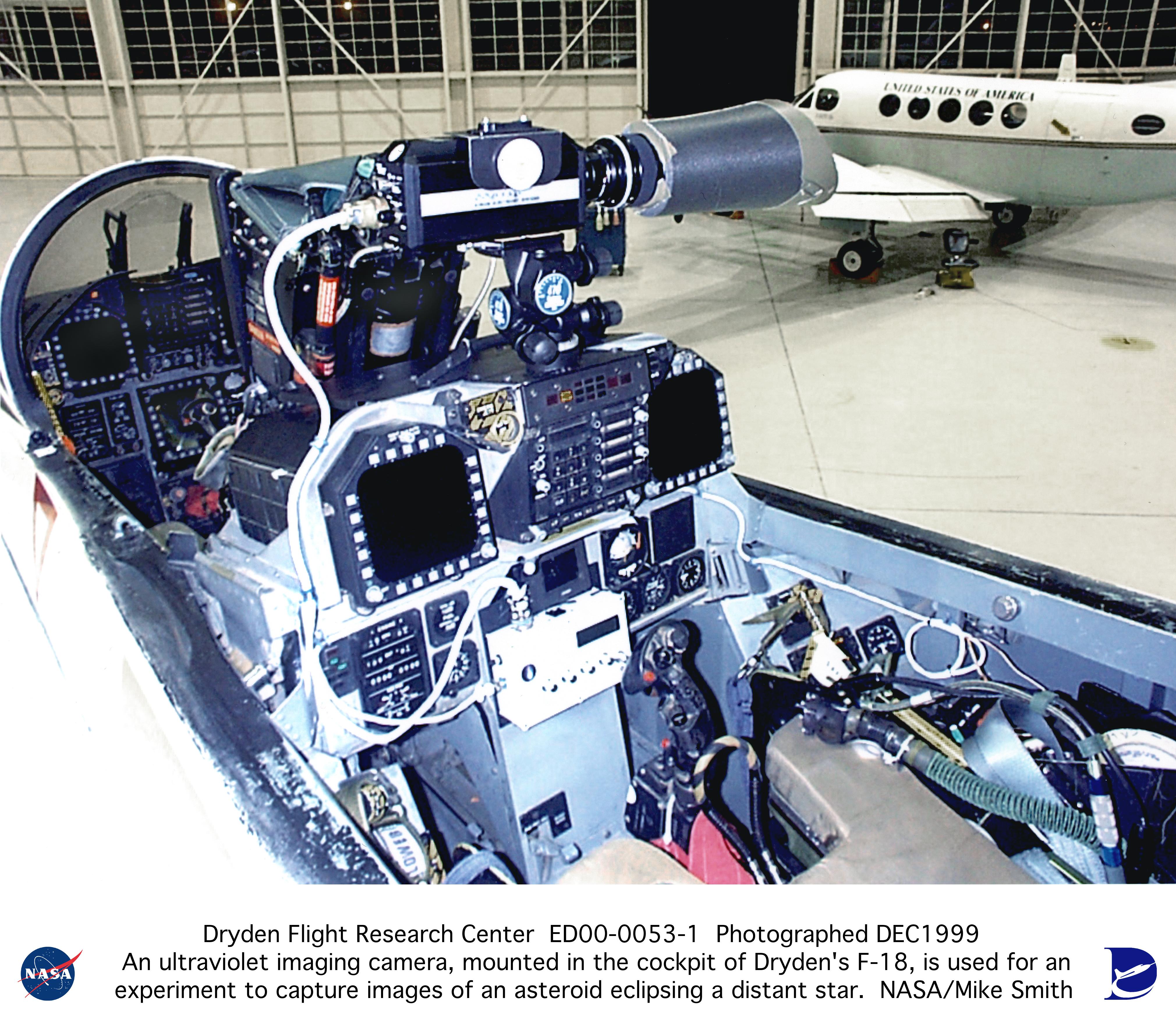 F 18 Cockpit F-18Chase ED00-0053-1:...
