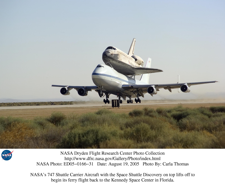 Грузовой самолет на взлетно-посадочной полосе, обои, , самолет, авиация, взлет.