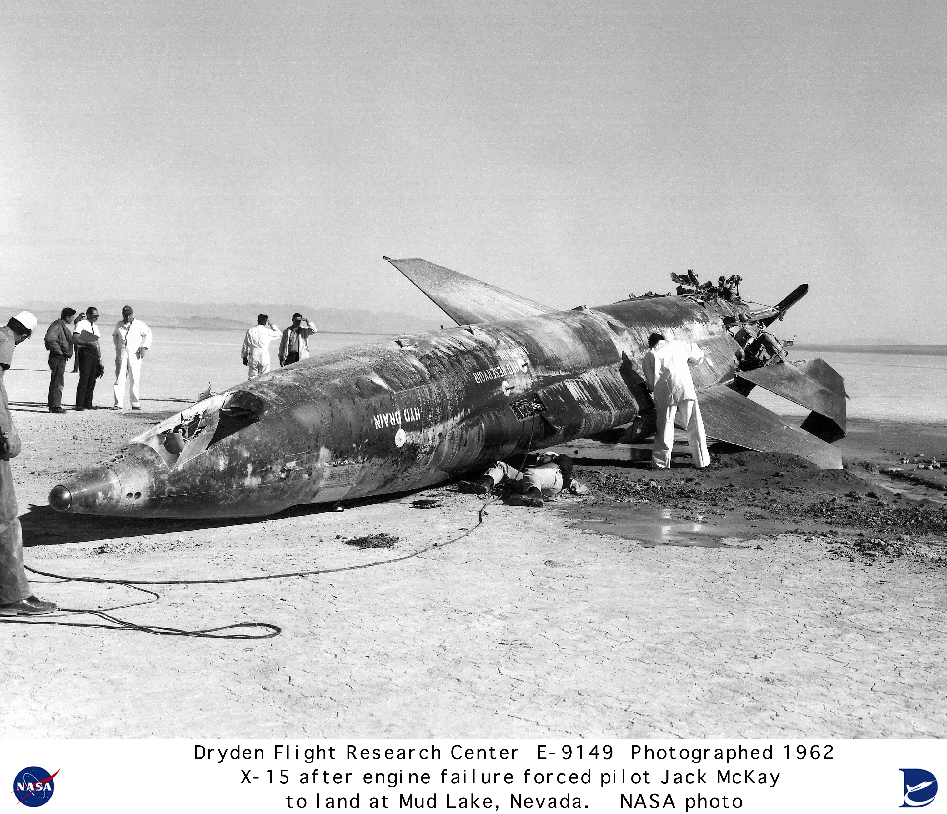 15 E-9149: X-15 #2 on lakebed after engine failure forced pilot Jack ...