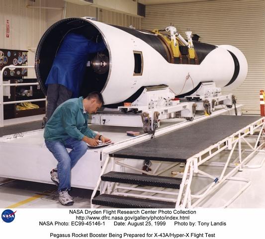 高超音速飞行有一大难题:普通引擎的叶片会碎毁
